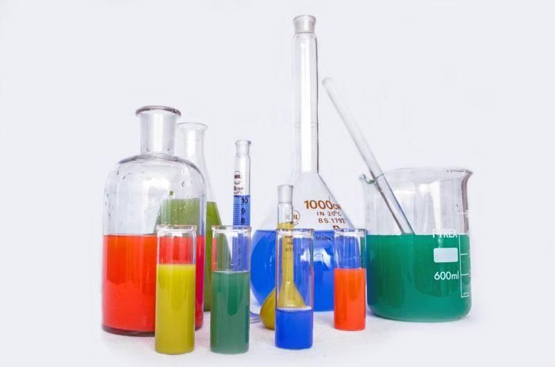 A importância de descartar os resíduos químicos corretamente